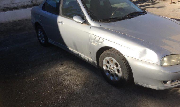 coche gris alfa romeo